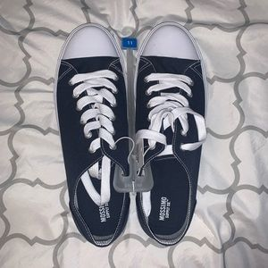 Navy Blue Low-top Canvas Sneakers